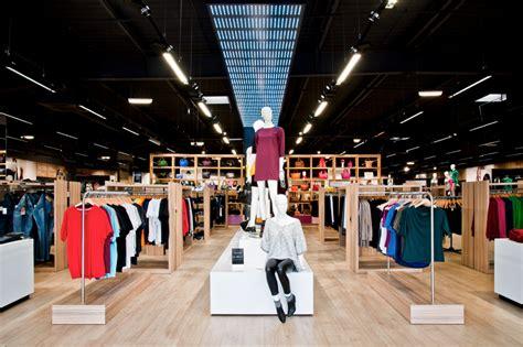 la halle des magasins qui changent de look