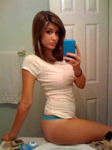 Babeofthemoment On Twitter This Babe Takes Selfies To