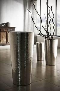 Silberne Deko Vasen : die besten 25 vase silber ideen auf pinterest silber deko silber dekoration weihnachten und ~ Indierocktalk.com Haus und Dekorationen