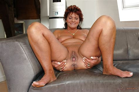 Mature Babe Spreading Legs Naked To Show Off Her Shaved Pussy Pornpics Com