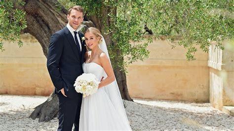 auf kruecken zum traualtar manuel neuer heiratet