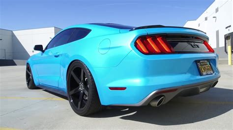 ford mustang gt wrapped metalic blue  strada perfetto