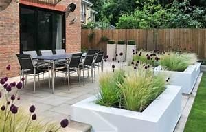 modernes pflanzdesign balkon terrassenpflanzen With französischer balkon mit moderne skulpturen für den garten