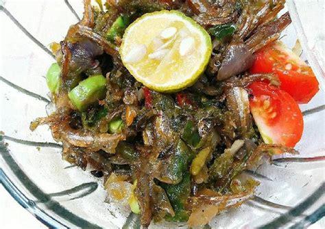 Resep sajian ayam goreng sambal ijo kali ini adalah sajian yang akan bisa anda buat di rumah dengan gampang. Resep Ikan Teri Sambal Ijo oleh Kartika's Kitchen - Cookpad