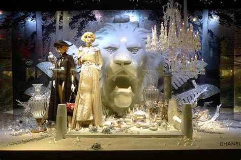 1000 images about escaparates on new york visual merchandising and saks fifth avenue