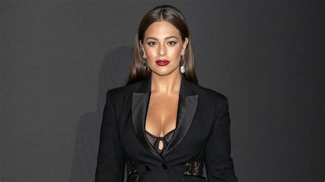 Ashley Graham Calls Out Plus Size Fashion For Looking