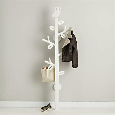 porte manteau chambre le porte manteau arbre ajoute une touche déco à votre
