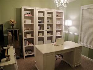 Shabby chic home office decor for tight budget office for Chic office space decorating ideas