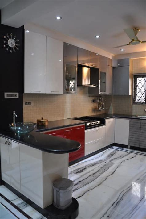shaped kitchen  modern cabinets  wall decor