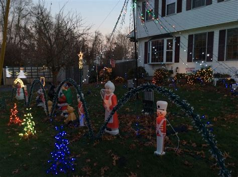 rhode island christmas light displays the lewis family light show 12 shenandoah rd warwick ri