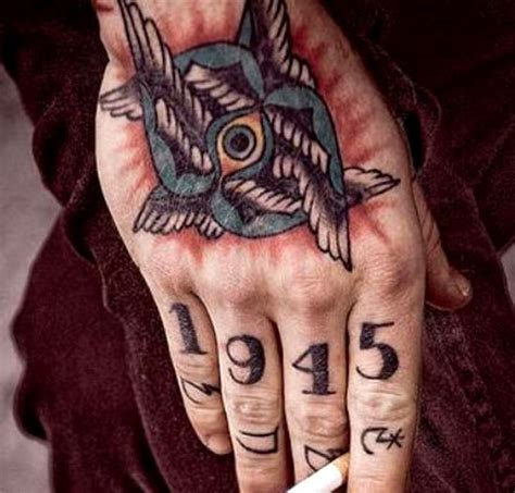 finger mann 50 awesome finger tattoos that are insanely popular