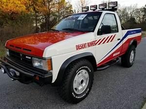 1988 Nissan Desert Runner 4x4 D21 Hard Body Baha Fully