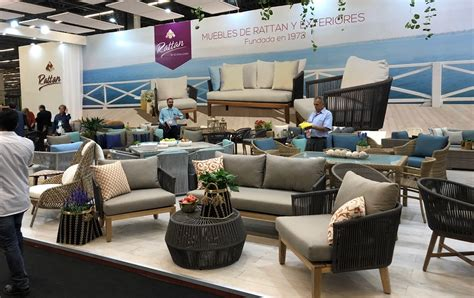 slideshows covering casual furniture retailers
