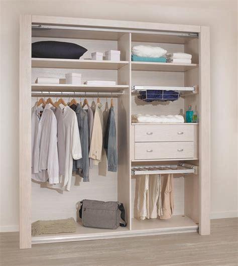 armoire chambre ouverte