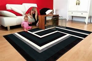 tapis rouge blanc noir design idees de decoration With tapis design noir et blanc