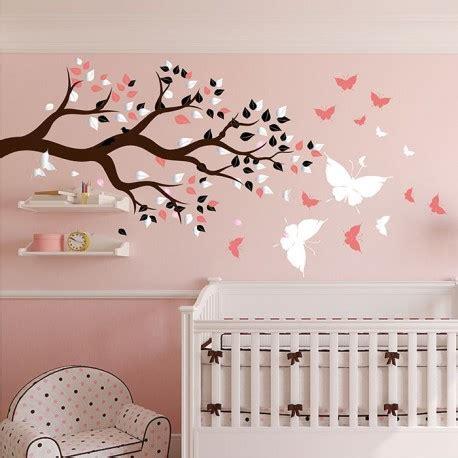 stickers chambre bébé arbre et papillons pour du bonheur