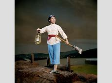 Rare Color Photos of Chinese Operas During the Cultural