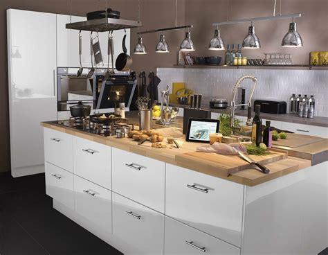 cuisine blanche avec ilot central une cuisine style industriel en bois clair et noir leroy