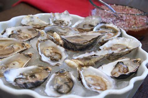 mignonette cuisine dinner menu for the golden globes popsugar food
