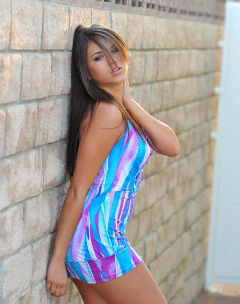 Girls In Tight Dresses 30 Pics