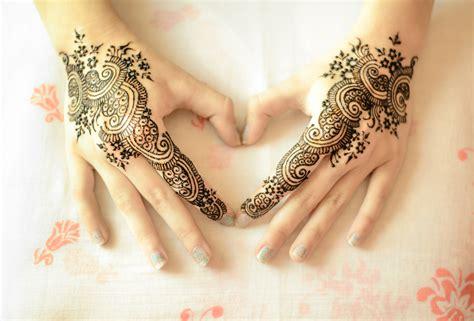Obat Penghapus Tatto Di Badan gambar 13 foto tatto henna tangan wanita desain terbaru