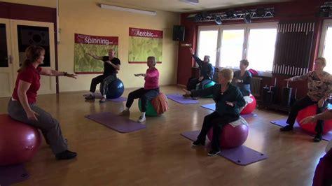 übungen mit pezziball clip 1 reha und gesundheitssport im welcome in bruchweiler baerenbach christa mit dem