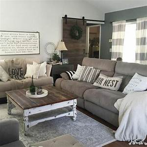 1001 conseils et idees pour amenager un salon rustique With tapis oriental avec canape bord de mer