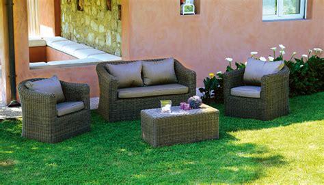divanetti giardino set divanetti in wicker set caracas divano 2 poltrone