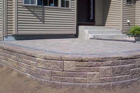 build  raised patio  retaining wall blocks