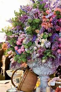 Wedding Wednesday :: Big Urns = Big Arrangements! Flirty
