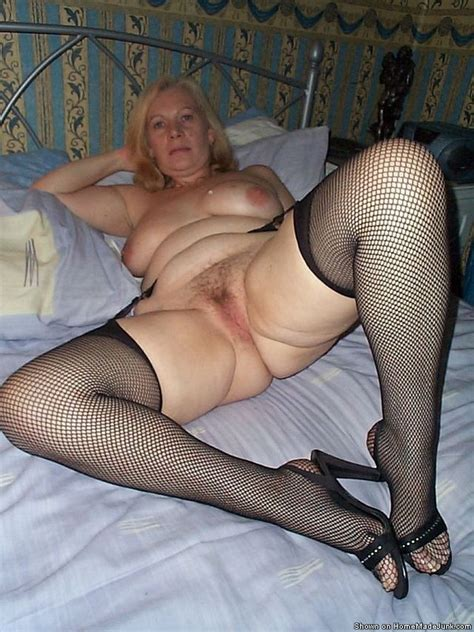 real mature amateurs in genuine homemade photography posing naked and sucking cocks on