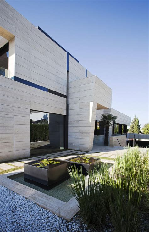 Modern House In Spain By A Cero by A Cero Design A Modern Home In Seville Spain