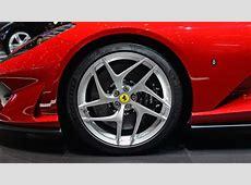 Όταν βγαίνει νέα Ferrari, τα άλλα αυτοκίνητα βαράνε