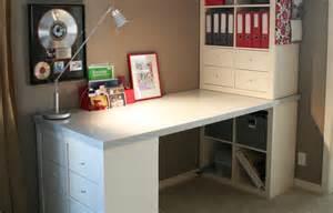 bureau en pin ikea utilisez des étagères kallax pour tout ranger ikea