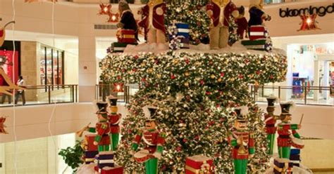 christmas decorations aventura mall  miami florida