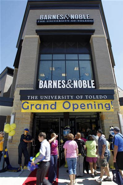 Barnes And Noble Warehouse by Barnes Noble Store At Ut Opens Up Gateway The Blade