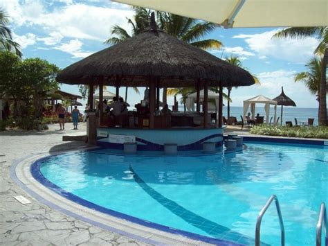le meridien ile maurice pool bar picture of le meridien ile maurice pointe aux piments tripadvisor