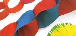 Guirlande En Papier Crépon : d cor de f te guirlandes et pompons ~ Melissatoandfro.com Idées de Décoration