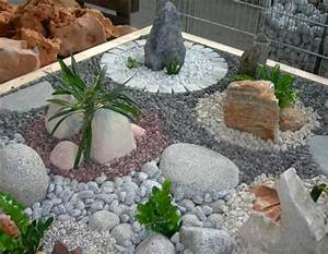 jardin moderne avec du gravier decoratif galets et plantes With deco de jardin avec caillou 2 creer le plus beau jardin avec le gravier pour allee