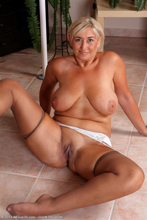 Busty Mature Wife Melyssa Flashes Panty Upskirt And Poses In