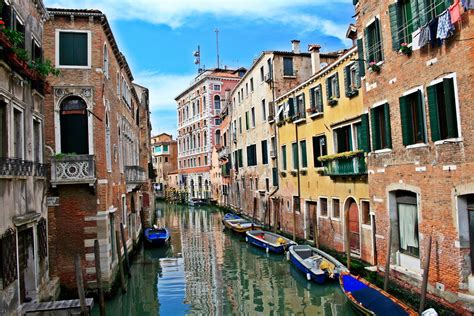 Venetian Balcony by 10 Things To Do In Venice To Enjoy That Perfect City