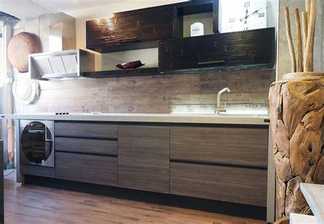mensole cucina legno cucina moderna industrial con gola titanio pensili in