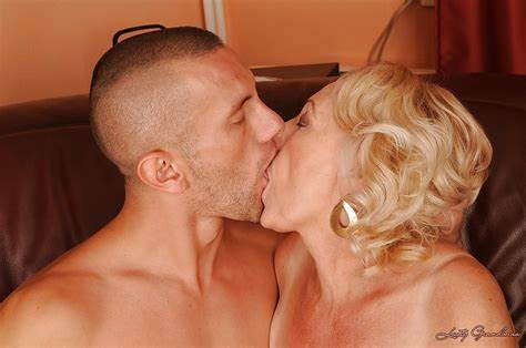 My Grandma Enjoying To Kissing And Fucked Bad Granny With Ample Vagina Try A Bj And Knows