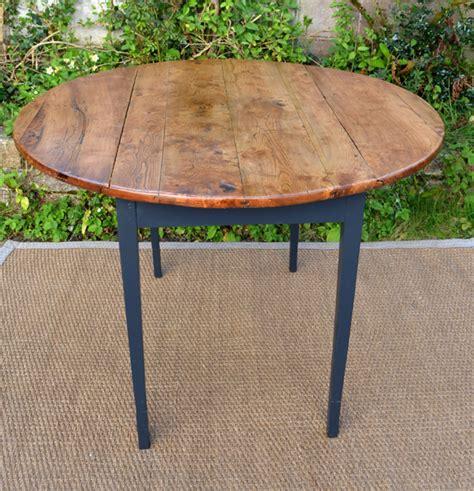 vieille cuisine repeinte table ronde pour cuisine plateau en bois naturel