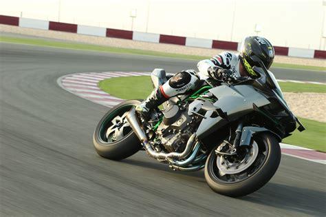 Review Kawasaki H2r by H Hour Ride Of The Kawasaki H2 And H2r Superbike