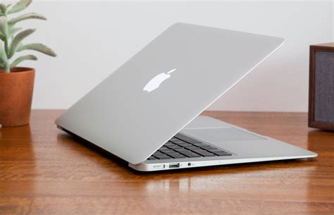 Amac Book Air by Apple Macbook Air 13 Inch 2017 Review It S Still