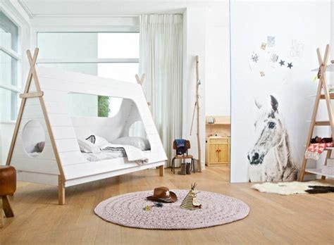 cabane chambre fille un lit cabane pour une chambre d 39 enfant aventure déco