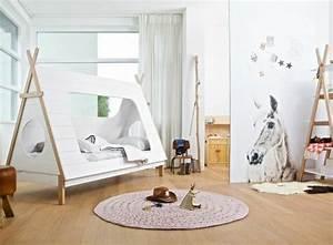 Lit Cabane Au Sol : un lit cabane pour une chambre d 39 enfant aventure d co ~ Premium-room.com Idées de Décoration