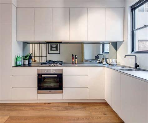 white cabinets kitchens fronty lakierowane matowe p 243 łmatowe kuchnie angielskie 1013