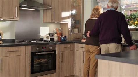 armoire en coin cuisine elançon chêne blanchi cuisine bois traditionnelle